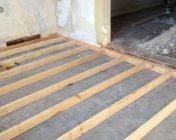 Установка лаг на бетонное основание